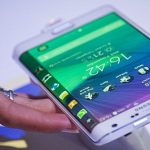 Samsung Galaxy S6: circular, steel style, anti-reflective display